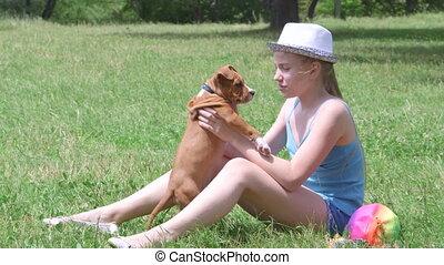 rigolote, chiot, elle, chien, enfant, baisers, herbe, jouer
