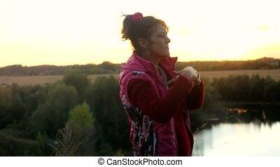 rigolote, danse femme, âge, rock., adulte, mûrir, amusement, pendant, avoir, sunset.
