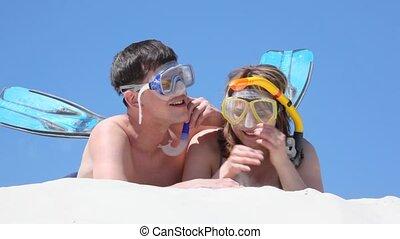 rire, paire, sable, pourparlers, nageurs, mensonge