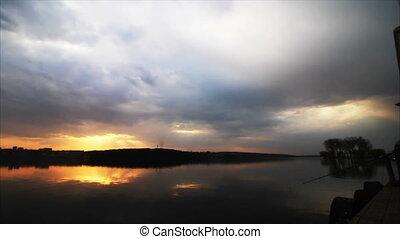 rivière, coucher soleil