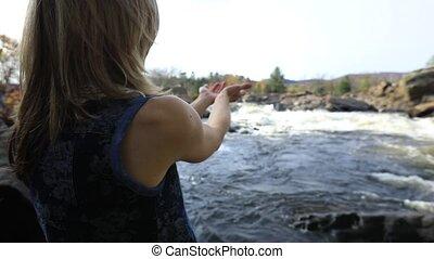 rivière, femme, écoulement, délassant