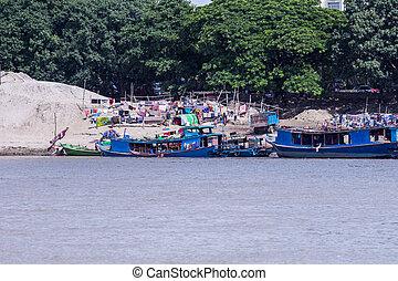 rivière, myanmar, (burma), logement, bagan, irrawaddy, birman, river), bateaux, (ayeyarwady