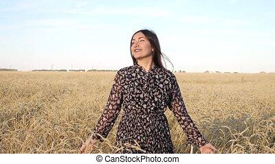 robe, champ, mûre, promenades, femme, sourires, jeune, blé