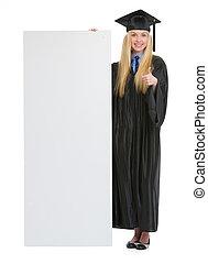 robe, femme, projection, jeune, remise de diplomes, haut, pouces, vide, panneau affichage, heureux