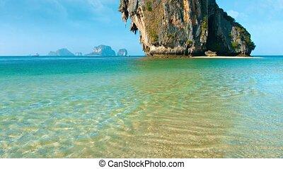 rocher, dominer, plage, sur, exotique, énorme