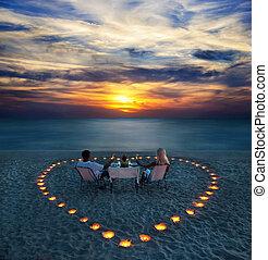 romantique coupler, part, jeune, dîner, plage