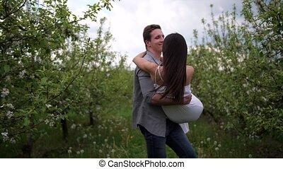 romantique, verger, couple, fleurir, dater, heureux