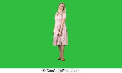 rose, femme, aimer, elle, soi, chroma, écran, virage, vert, key., miroir, confection, robe, regarde