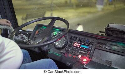 roue, passagers, arrêt, nuit, chauffeur, derrière, attente, embarquement, autobus