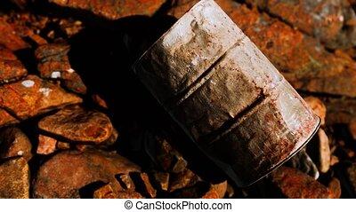 rouillé, détruit, baril, plage, métal, rochers