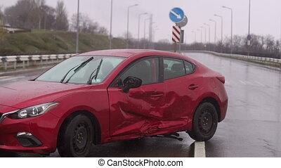 route, road., vide, rouges, accident, pendant, rain., voiture, endommagé