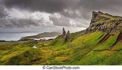 royaume, uni, vieux, storr, panoramique, pays montagne écossaiss, homme, montagnes, vue