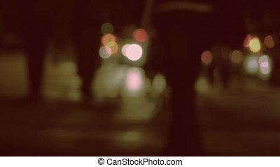 rue occupée, night.