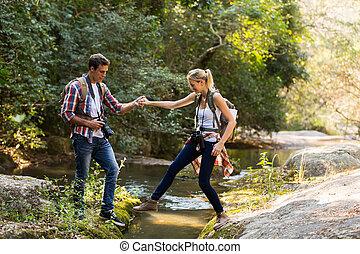 ruisseau, jeune, portion, petite amie, croisement, homme
