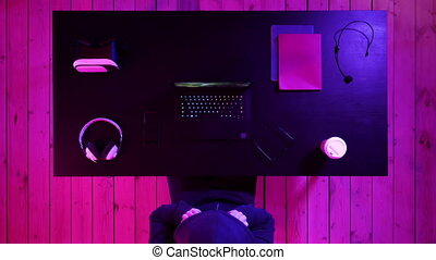 ruisseler, jouer, regarder, jeu, laptop., autres, gamer, play.