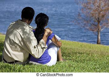 séance, couple, lac, américain, africaine, vue postérieure