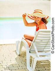 séance femme, jeune, sunbed, sourire, chapeau
