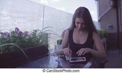 séance femme, ordinateur portable, jeune, quoique, séduisant, utilisation, café