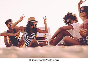 séance, partie., gens, apprécier, ensemble, bière, temps, boire, gai, dépenser, quoique, gentil, plage, jeune