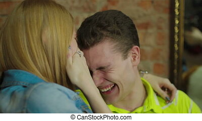 séduisant, couple, heureux, jeune, rire