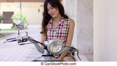 séduisant, femme, moto, jeune