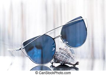 séjour, chat, bleu, dames, profil, sun., coquille, foyer, sélectif, refléter, lentilles, modèle, lunettes soleil, oeil
