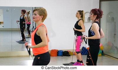 séquence, séance entraînement, aérobic, mains, jambes, gymnase, femmes