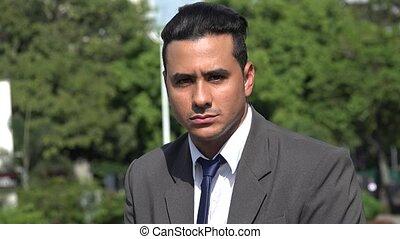 sérieux, hispanique, homme affaires