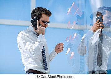 sérieux, smartphone., conversation, homme affaires