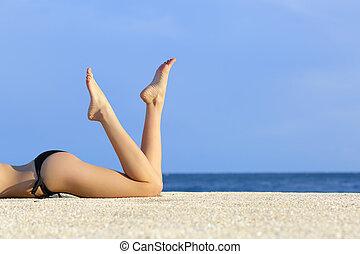 sable, jambes, plage, reposer, modèle, lisser, beau
