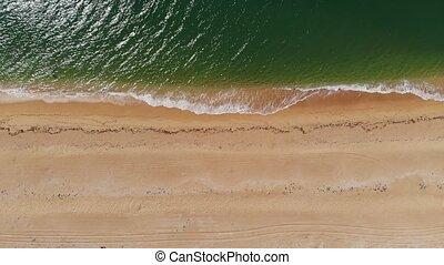 sablonneux, plage., plage, vue, mer, coup, vagues bleu, beau, briser, drone., sommet, océan, aérien