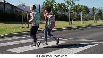 sacs, route, traversée école, filles, deux