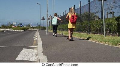 sacs, scooters, école, équitation, sentier, filles, deux