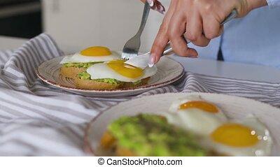 sain, partage, avocat, vegan, toast, egg., breakfast.