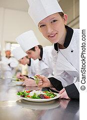 salade chef, culinaire, sourire, préparer, classe