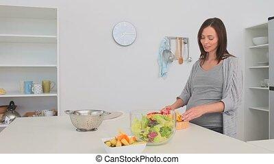 salade, préparer, femme, pregnant