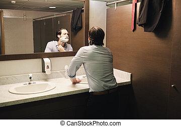 salle bains, bureau affaires, après, matin, tôt, échanger, rasage, homme