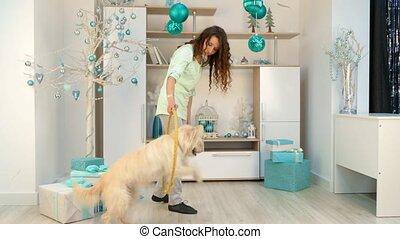 salle, cerceau, chien, jouer, décorations, girl, noël
