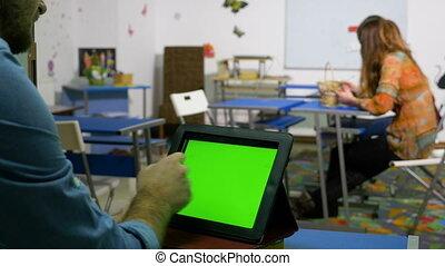 salle entraînement, pc tablette, écran, jeune, entrepreneur, vert, utilisation, homme