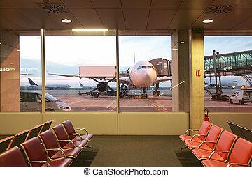 salle, fenetres, avions, attente, vide, fauteuils, aéroport, rouges