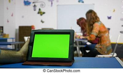 salle, tablette, cours, écran, main, pc, vert, tenue, homme