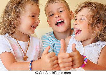 ??, salle, trois, ensemble, confortable, sourire, enfants, geste, spectacles