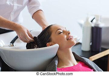 salon cheveux, femme, jeune, heureux