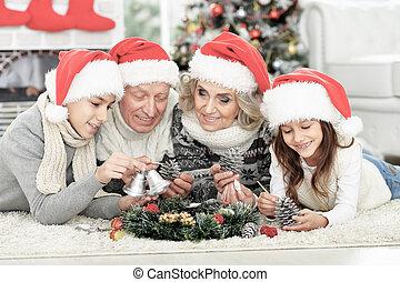 santa, heureux, chapeaux, plancher, famille
