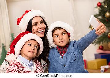santa, selfie, chapeaux, prendre, famille