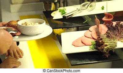 sausage., restauration, coupé, prend, gros plan, buffet., pinces, girl