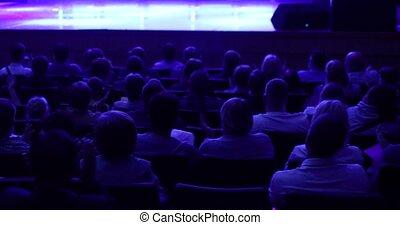 scene., classe, entiers, regarder, gens., conférence, chaises, photographie., monter, auditorium, dos, gens, maître, theatre., ou, théâtre, atelier, vue., présentation, beaucoup, séance