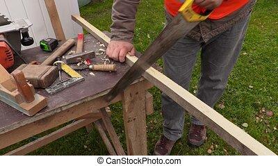 scier, charpentier, bois construction