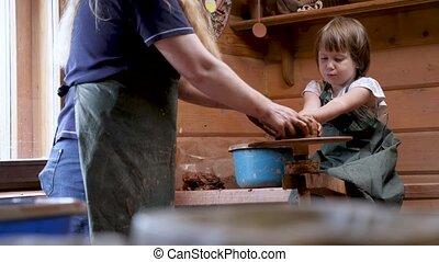 sculpter, shaping., argile, enseigne, céramique, mentoring, education., enfant, atelier, potier, gosses, art, crafts., apprendre, fabrication poterie, gosse, métier, artiste