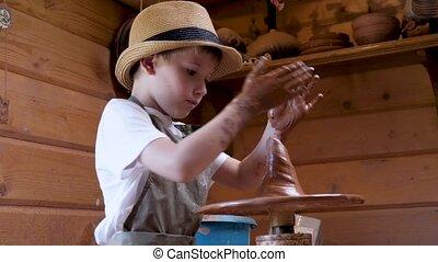 sculpter, shaping., argile, moulure, créatif, garçon, craft., céramique, kid., education., enfant, atelier, enfants, roue, art, poterie, développement, confection, gosse, métier, artiste